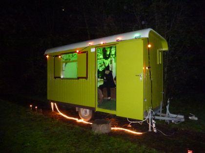 Tijdens de Lichtjestocht logeerden er twee heksen in onze Pipo-wagen. (31 okt 2014)